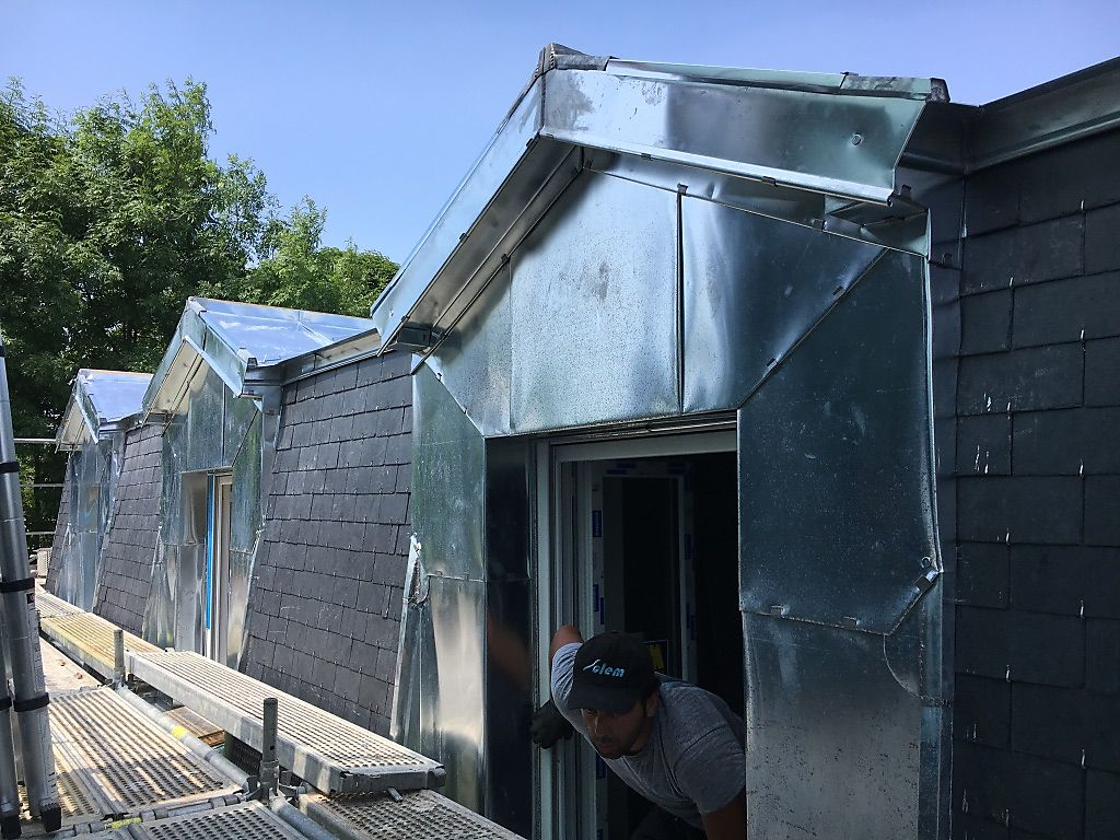 Awesome lucarne moderne et toit tuile ideas - Fenetre de toit fixe ...